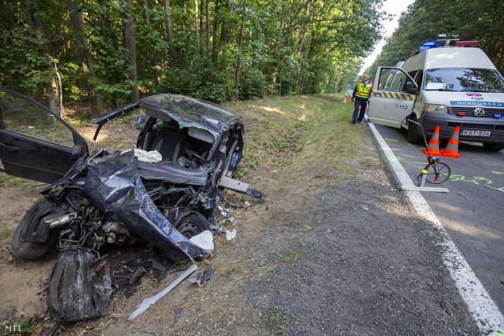 Összeroncsolódott személyautó 2020. szeptember 21-én a 74-es főúton Zalaegerszeg és Egervár között ahol két autó frontálisan összeütközött.