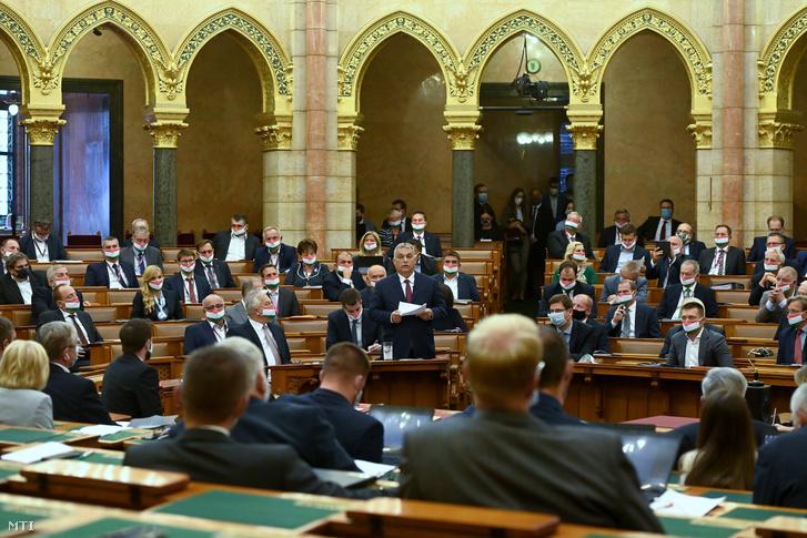Orbán Viktor miniszterelnök napirend előtt szólal fel az Országgyűlés plenáris ülésén 2020. szeptember 21-én