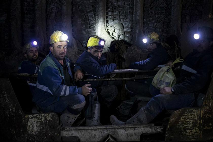 Így néznek ki a szénbányászok munka közben: az egész testük a fekete koromtól ragad