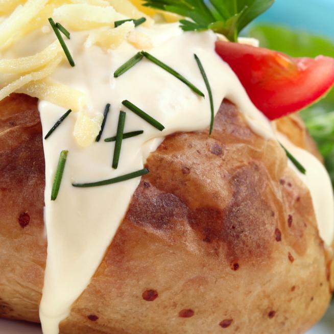 Villámgyors, sütőben sült krumpli fokhagymás krémsajttal töltve – Köret, de főfogás is lehet