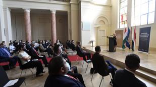 Húszból csak egy ember jut be a magyar diplomataképzésbe