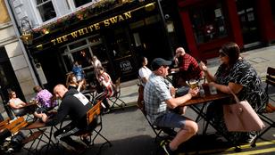Este tízkor zárnak a pubok a koronavírus miatt