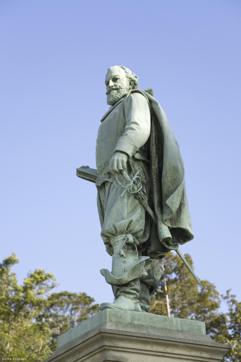 John Smith szobra a szigeten.