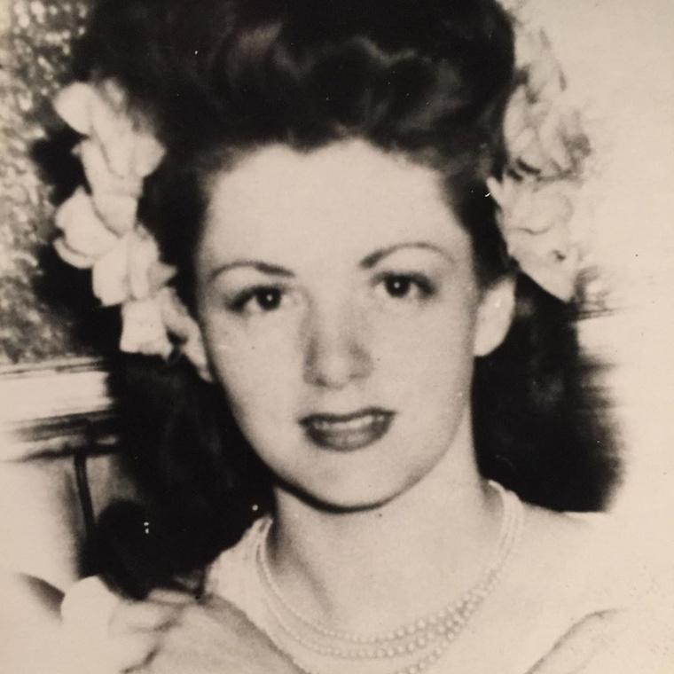 Jacqueline Frances Labofish 1921 november másodikán született Washingtonban, egy ügyvéd lányaként