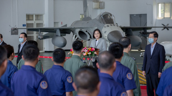 Tajvan provokációnak minősíti a kínai berepüléseket