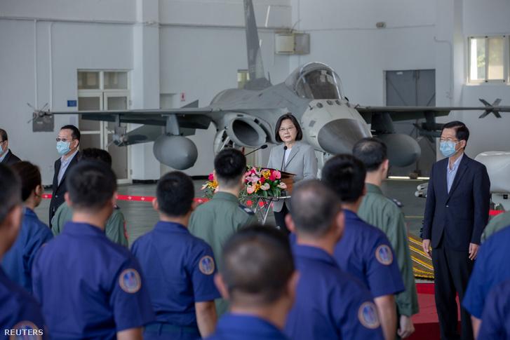 Caj Jing-ven beszél a Makung Légierő bázison 2020. szeptember 22-én