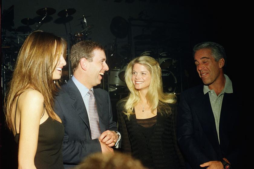 András herceg Jeffrey Epstein, Melania Trump és Gwendolyn Beck társaságában. A fotó 2000-ben készült Donald Trump birtokán, Mar-a-Lagon egy partin.