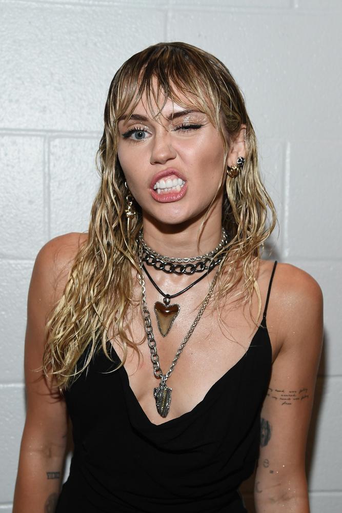 A leszbikus kalandjairól is ismert Miley Cyrus már jó ideje nem rejt véka alá semmit, ami a szexualitását illeti