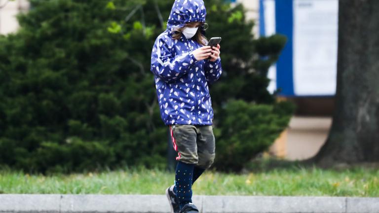 Milyennek nevelje a gyereket a mobil? Mit kezdjen egy gép a zaklatással?