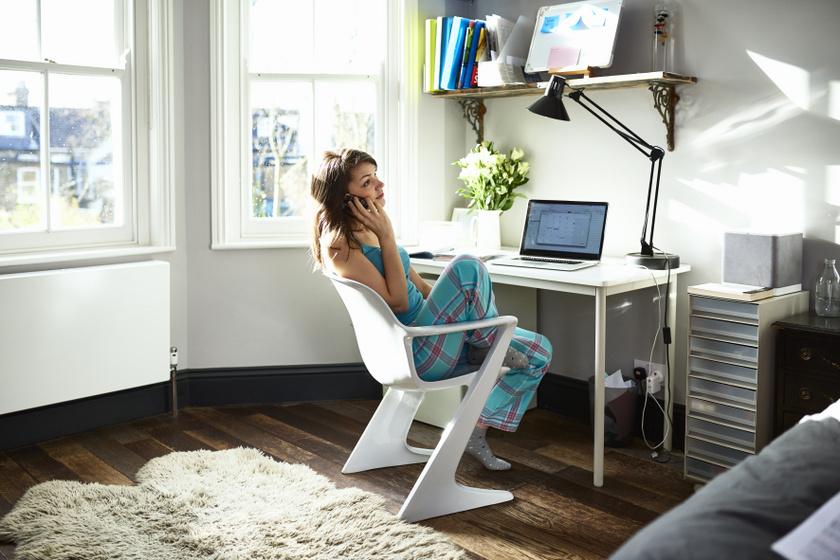Ezért fontos home office alatt is megfelelően felöltözni - Akkor is előnyös, ha nincs bekapcsolva a kamera