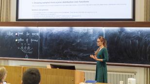 A magyar lány, aki Stephen Hawking nyomdokaiban lépked