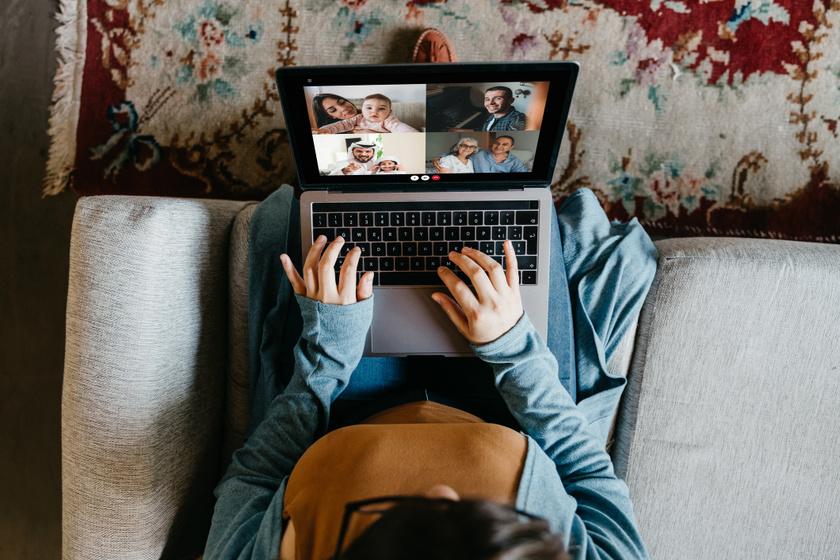 Kényelmes, de rettentő káros, ha az öledbe teszed a laptopot, és úgy dolgozol: kutatások bizonyítják negatív hatását