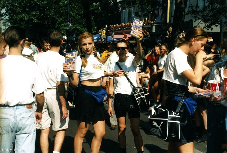 Az esemény annyira népszerű volt, hogy annak a megfelelőjét a világ rengeteg más nagyvárosában is megrendezték, nálunk a Sziget Produkciós Iroda által szervezett Budapest Parádéra emlékezhetnek azok, akik a 2000-es évek első felében voltak tizen-huszonévesek