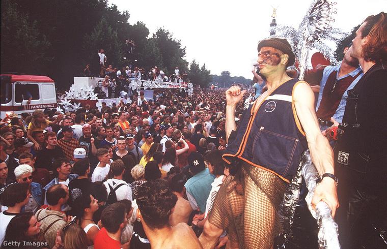 Egy Love Parade-en semmilyen öltözék nem számított túl merésznek.
