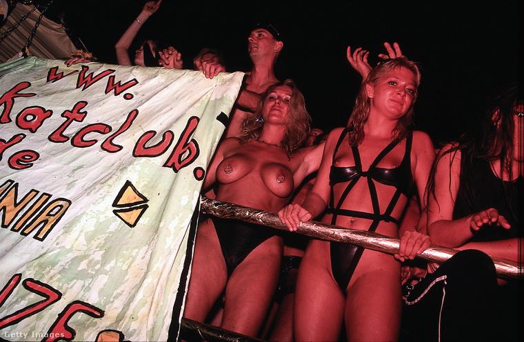 Ők a legendás KitKatClub képviselői, szintén szexhez öltözve.