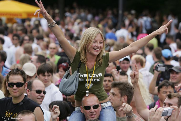 A héten egy mini Love Parade-et tartottak Berlinben, itt számoltunk be róla
