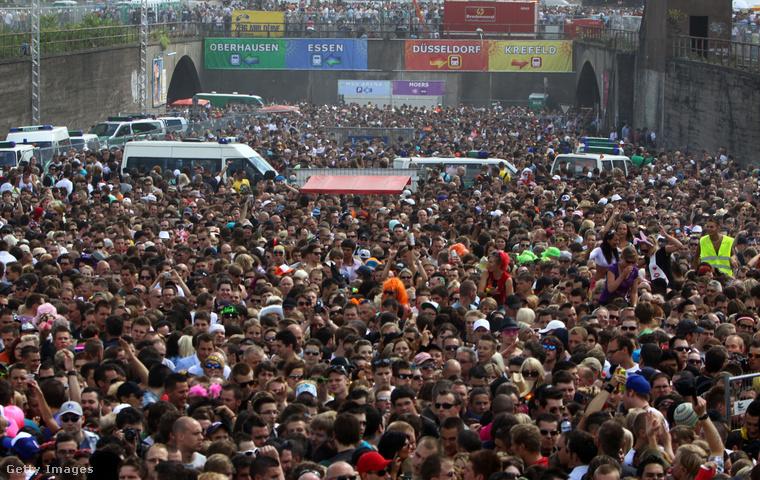 Ahogy a rendezvény nőtt, Berlin vezetősége és lakossága egyre inkább fel volt háborodva amiatt a pusztítás miatt, amit egy ilyen milliós tömeg maga után hagyott a parádé másnapjára.
