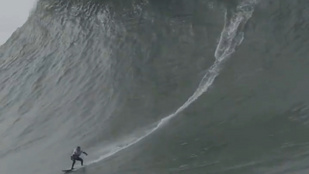 Egy női szörfös lovagolta meg az év legnagyobb hullámát