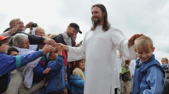 Keresztbe tettek a Jézus-hasonmásnak