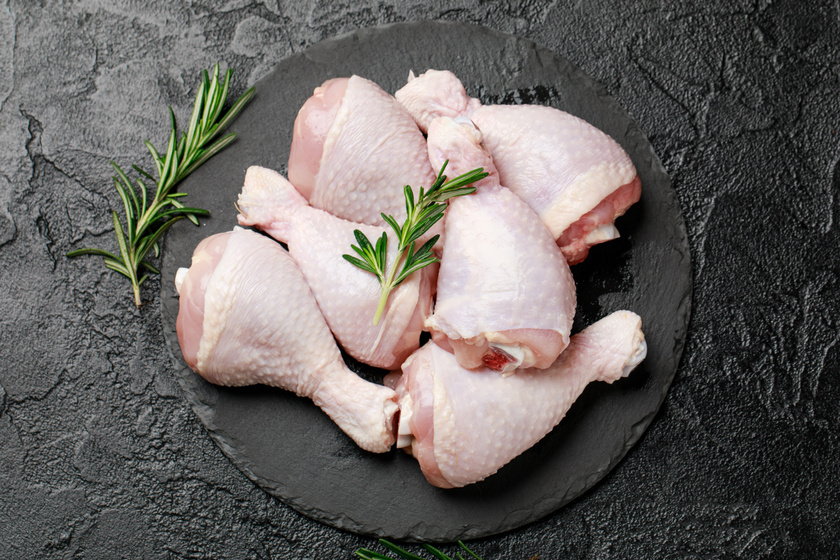 Miért érdemes főzni a csirkecombokat sütés előtt? Három nyomós okunk is van rá