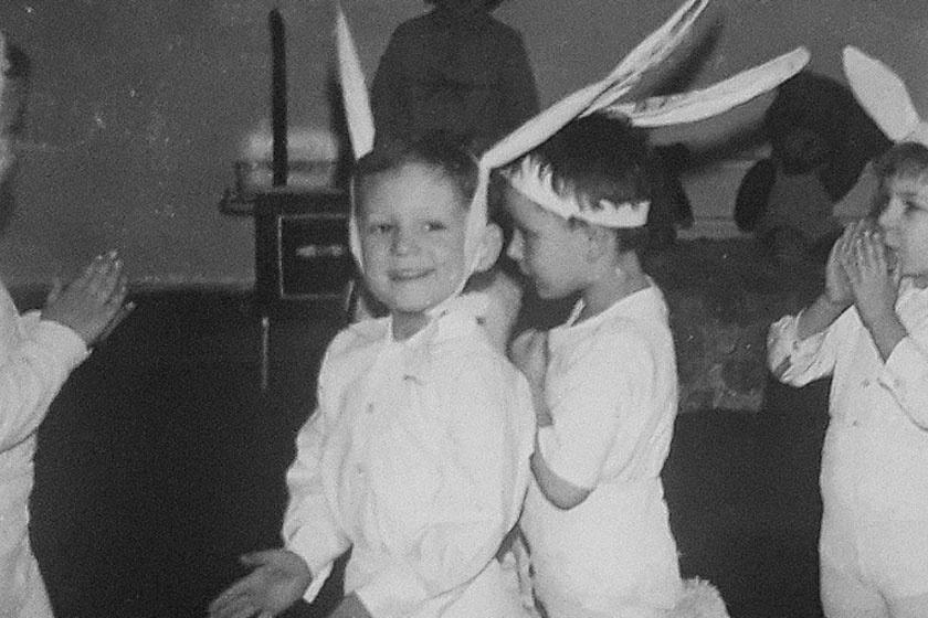 Felismered, ki ez a nyuszinak öltözött kisfiú? Hazánk népszerű műsorvezetője lett belőle