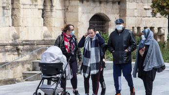 Gyerekük születésekor kötelező lesz szabadságot kivenni az apáknak Franciaországban