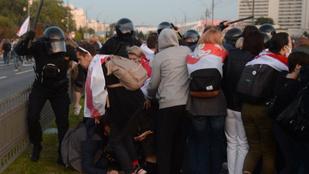 Vízágyúval oszlatták fel a minszki tüntetést