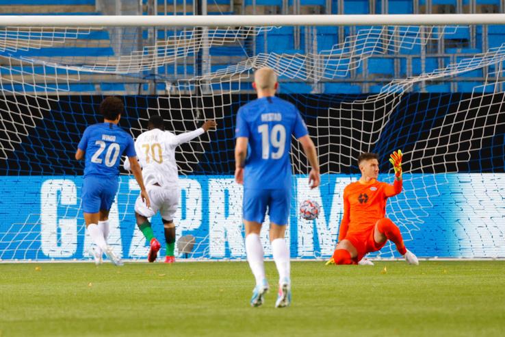 Franck Boli a Ferencváros játékosa (b2) gólt szerez
