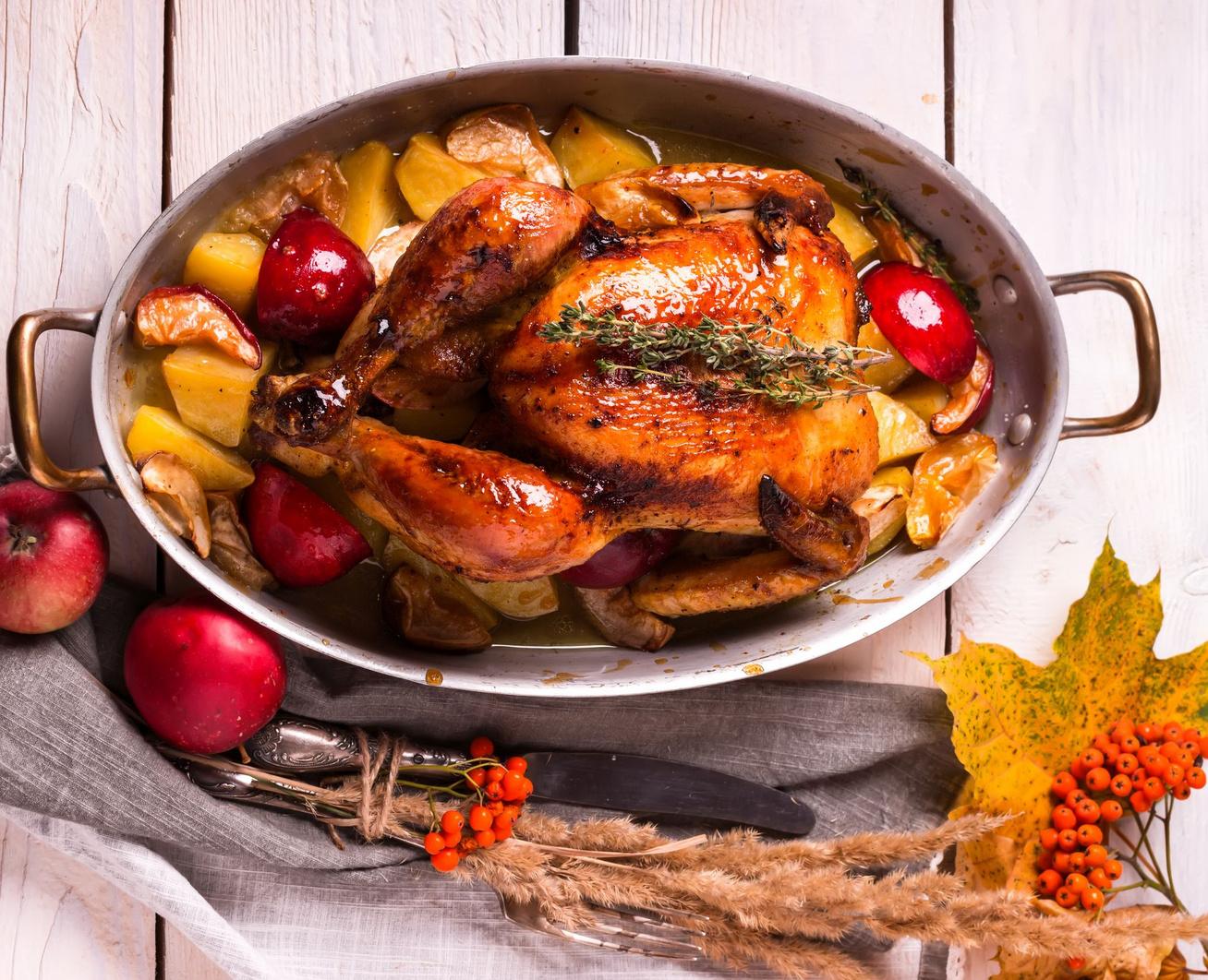 egeszben-sult-csirke-almaval-krumplival