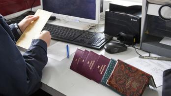 1735 útlevelet manipulált egy magyar határrendész