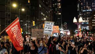 Két rendőr megúszta a vádemelést a Taylor-gyilkosság ügyében, újra tüntetnek az amerikai nagyvárosokban