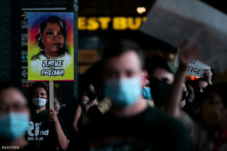 Breonna Taylor halála miatt tüntetők New York városában 2020. szeptember 23-án