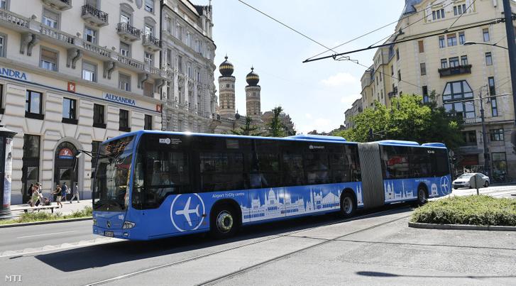 A közvetlen repülőtéri buszjárat Budapest belvárosában 2017. június 27-én