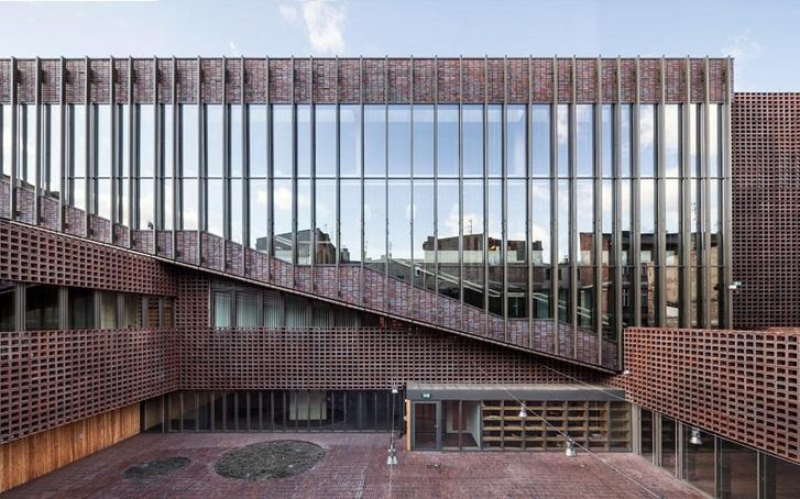 A Sziléziai Egyetem rádiós és televíziós kara. Ki is emeli a környezetét