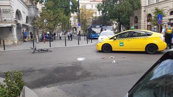 Kerékpárost gázolt egy taxis Budapest belvárosában