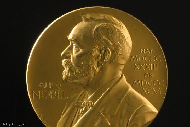 1906-ban Joseph John Thomsonnak adott fizikai Nobel-díj medál, Alfred Nobel portréjával ellátva