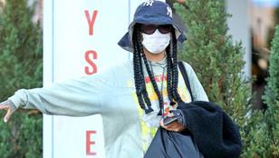Rihanna kecsesen jelezte a lesifotósoknak, hogy minden rendben