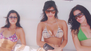 Kim Kardashian megragtapaszozott dekoltázzsal nosztalgiázik