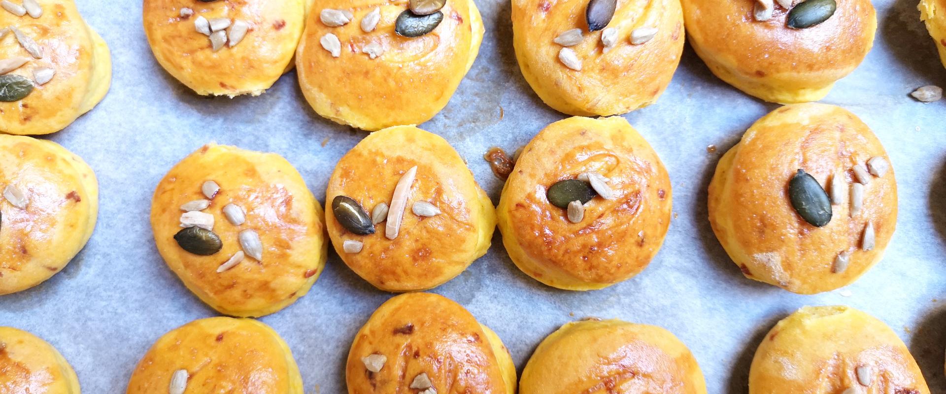 sütőtökös pogácsa tepsiben cover