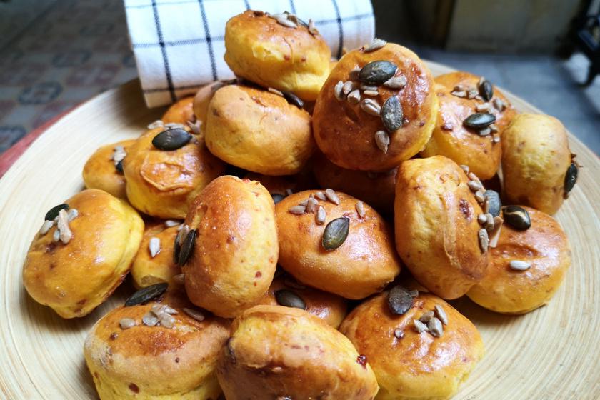 sütőtökös pogácsa tálban recept