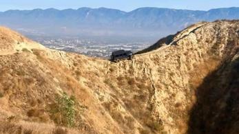 Egy hegygerincen hagyott Jeep Wrangler rejtélye izgatja a kaliforniaiakat