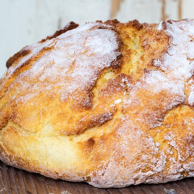 Egyszerű kézműves kenyér 4 hozzávalóból – 10 perc vele a tényleges munka