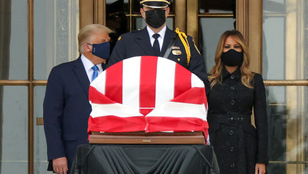 Kifütyülték Trumpot Ruth Bader Ginsburg sírjánál