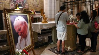 Ellopták a II. János Pál pápa vérét tartalmazó ereklyét