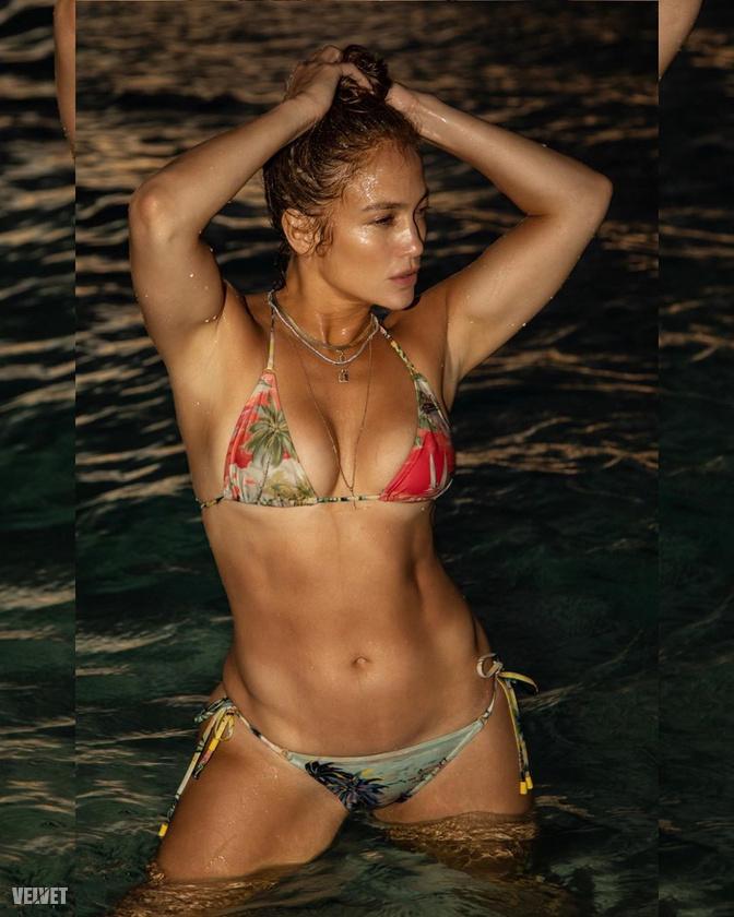 Jennifer Lopez a tengerparton szexizett egyet, megmutatva, hogy hiába múlt el 51, akkor is jobb formában van, mint a legtöbb huszonéves.