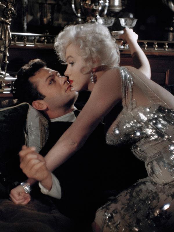 Hogyan jellemezte Tony Curtis a Marilyn Monroe-val való közös csókjelenetét, amit a Van, aki forrón szereti című filmben láthattak a rajongók?
