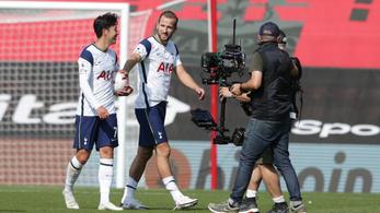 Játék nélkül továbbjutott a Tottenham a Ligakupában