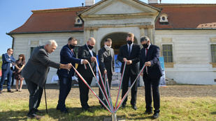 Hatvanmilliárd forintot fordít az Orbán-kormány kastélyok és várak felújítására