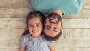A lányom szerelmes az apjába, rám féltékeny – Mit csináljak?