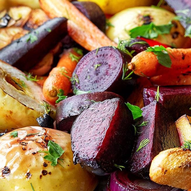 Illatos őszi zöldségek és gyümölcsök sütőben sütve - Kakukkfüves mézben sülnek krémesre